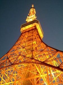 東京タワーの真下から一枚